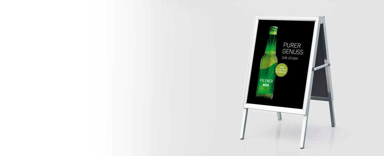 Ein Werbeplakat in einem Kundenstopper