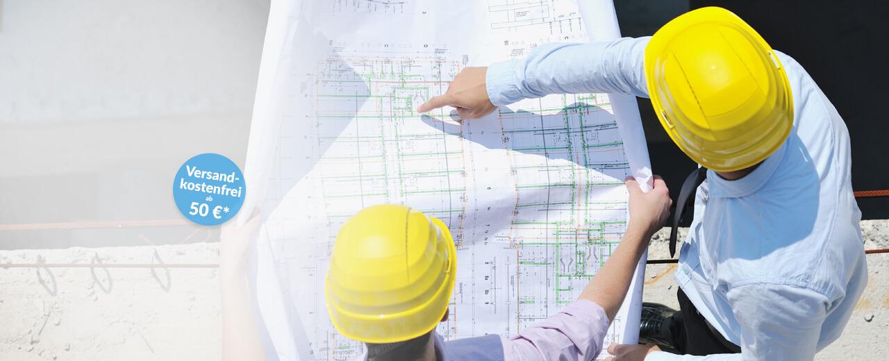 Plotservice Bauplaner besprechen eine Konstruktionszeichnung