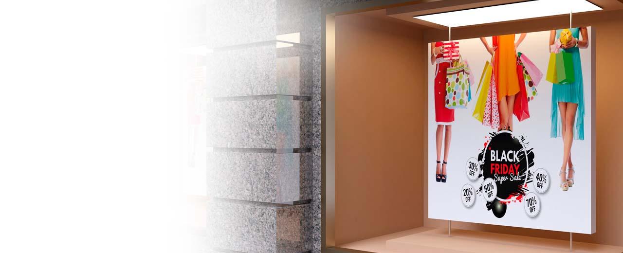 Ein Werbeschild in einem Schaufenster