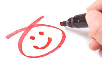 Kundenzufriedenheit - ein Filzstift zeichnet einen Smiley